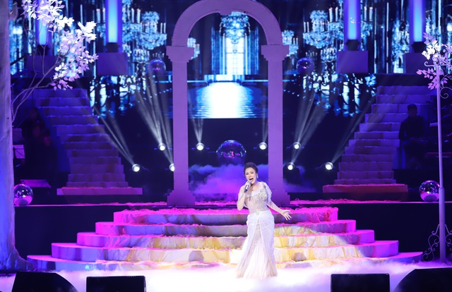Hồ Quỳnh Hương biểu diễn trên sân khấu gây bất ngờ với khán giả Thủ đô - 1