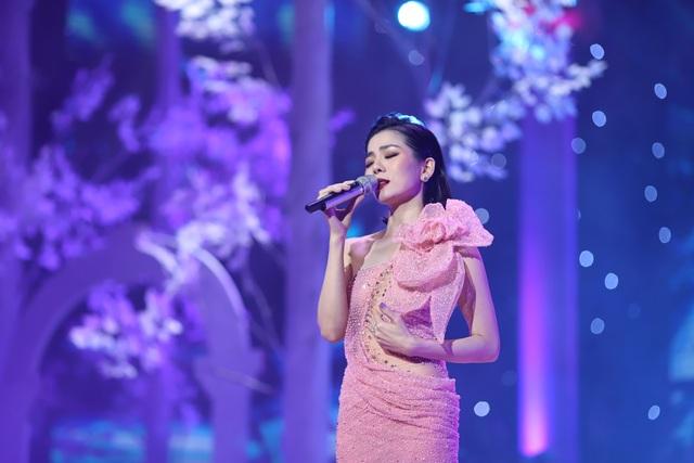 Hồ Quỳnh Hương biểu diễn trên sân khấu gây bất ngờ với khán giả Thủ đô - 6