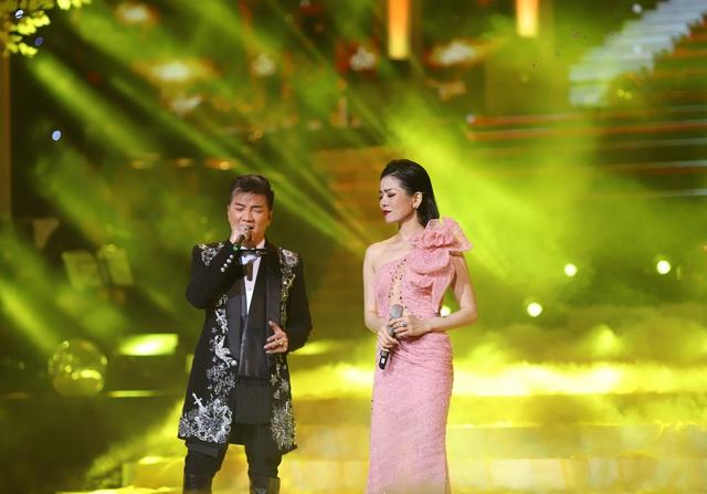 Hồ Quỳnh Hương biểu diễn trên sân khấu gây bất ngờ với khán giả Thủ đô - 7