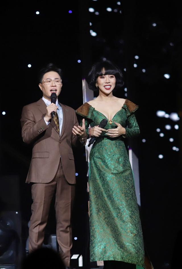 Hồ Quỳnh Hương biểu diễn trên sân khấu gây bất ngờ với khán giả Thủ đô - 8
