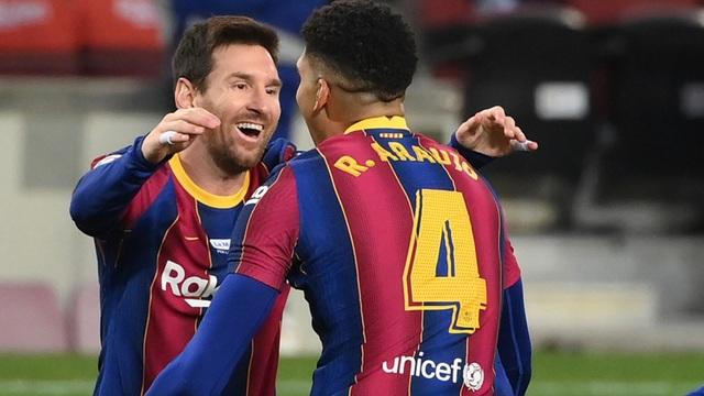 C.Ronaldo và Messi cùng nhau cán cột mốc khủng - 2