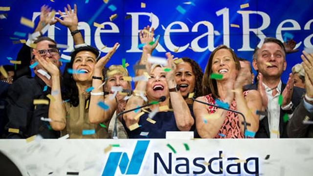 Giới nhà giàu tăng mua cuối năm, hàng xa xỉ bán chạy kỷ lục - 3