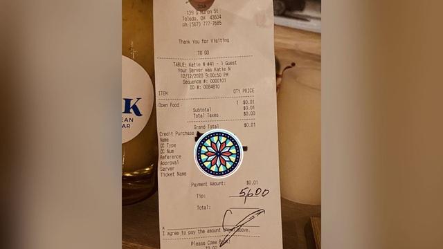 Khách hàng hào phóng chi 5.600 USD tiền boa cho nhân viên nhà hàng - 1