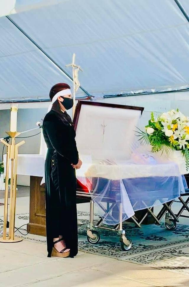 Vợ cũ Bằng Kiều nắm chặt tay và nhắn gửi bà xã Chí Tài điều gì sau tang lễ? - 3