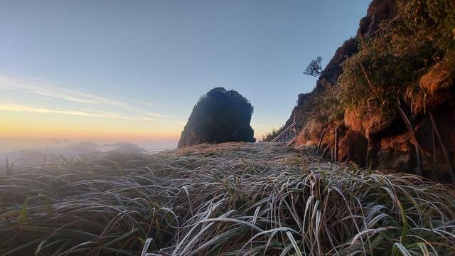 Sáng nay tuyết phủ trắng nóc nhà Việt Nam Fansipan - 4