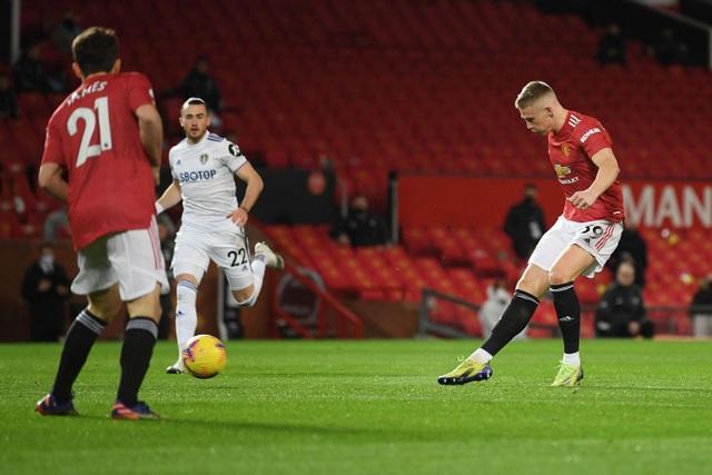 Thắng đậm Leeds, Man Utd chen chân vào top 3 Premier League - 2