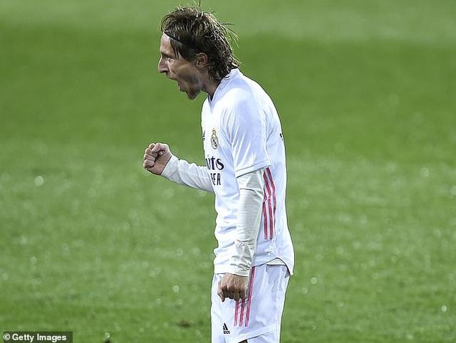 Real Madrid san bằng cách biệt điểm số với đội đầu bảng Atletico - 3