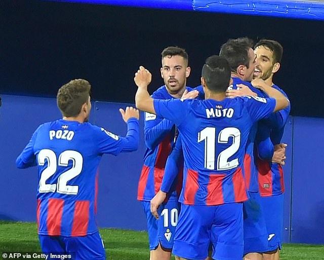 Real Madrid san bằng cách biệt điểm số với đội đầu bảng Atletico - 4