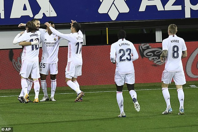 Real Madrid san bằng cách biệt điểm số với đội đầu bảng Atletico - 5