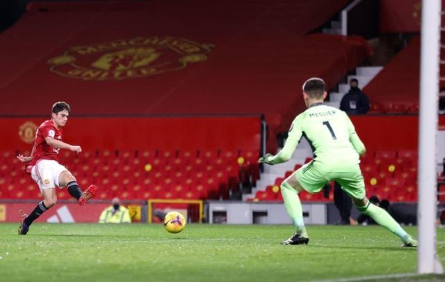 Thắng đậm Leeds, Man Utd chen chân vào top 3 Premier League - 15
