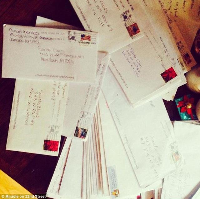 Làm gì khi hàng ngàn bức thư gửi cho ông già Noel lại gửi tới... nhà bạn? - 2