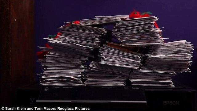 Làm gì khi hàng ngàn bức thư gửi cho ông già Noel lại gửi tới... nhà bạn? - 4