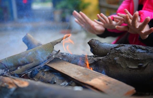 Lạnh cắt da cắt thịt, người dân phố thị đốt lửa chống rét - 6