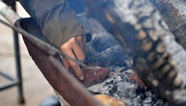 Lạnh cắt da cắt thịt, người dân phố thị đốt lửa chống rét - 7