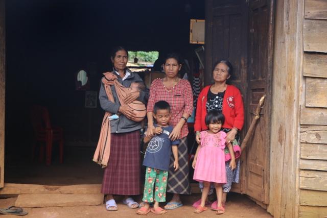 Xót xa cảnh người cha nằm liệt, 5 đứa trẻ chỉ mơ một bữa cơm có thịt - 10