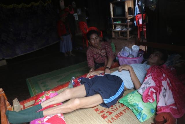 Xót xa cảnh người cha nằm liệt, 5 đứa trẻ chỉ mơ một bữa cơm có thịt - 3