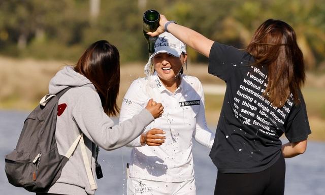 Nữ golf thủ xinh đẹp vô địch CME Group Tour Championship - 2