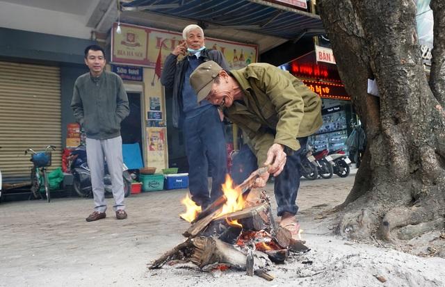 Lạnh cắt da cắt thịt, người dân phố thị đốt lửa chống rét - 3