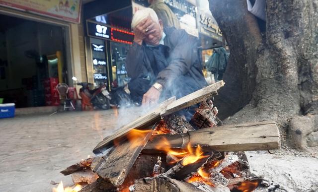 Lạnh cắt da cắt thịt, người dân phố thị đốt lửa chống rét - 4