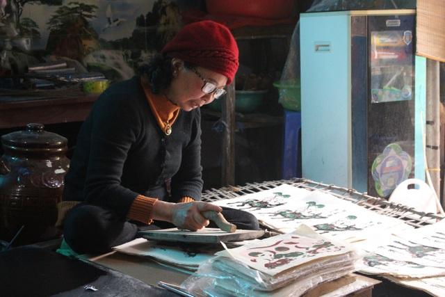 Nữ nghệ nhân dành gần nửa thế kỷ giữ hồn tranh dân gian Đông Hồ - 2