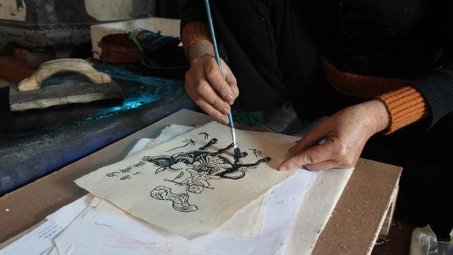 Nữ nghệ nhân dành gần nửa thế kỷ giữ hồn tranh dân gian Đông Hồ - 6