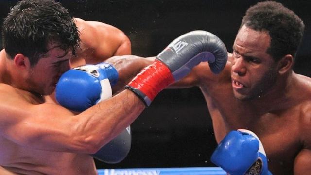 Giơ mặt thách thức đối thủ, võ sĩ nhận cái kết không thể đắng hơn - 1
