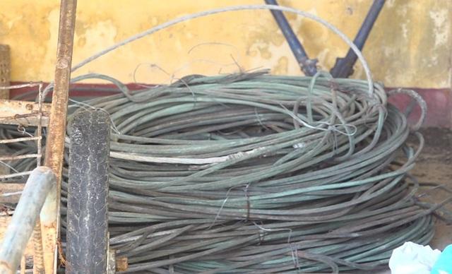 Nhóm đối tượng cả gan cắt trộm cả tấn dây điện trung thế - 2