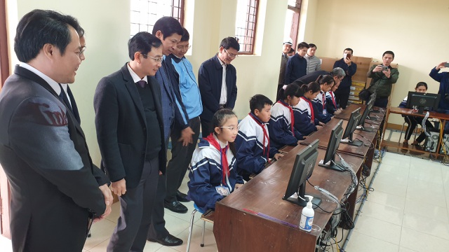 Quảng Bình: Tặng 100 bộ máy tính cho trường học vùng lũ - 2