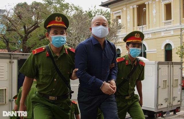 Tuyên án ông Đinh La Thăng 10 năm tù, Đinh Ngọc Hệ tù chung thân - 10