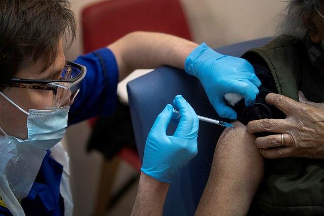 Mất bao lâu để bào chế vắc xin khắc chế chủng SARS-CoV-2 ở Anh? - 1