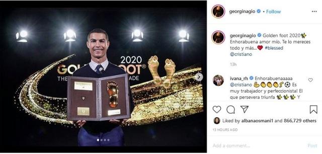 C.Ronaldo được bạn gái xinh đẹp tán thưởng sau khi giành giải Bàn chân vàng - 1