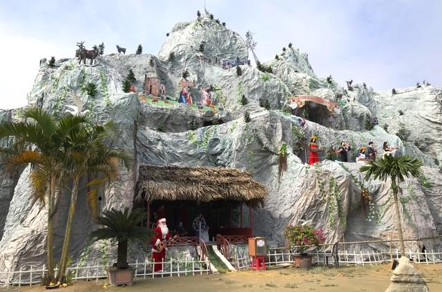Ngắm hang đá Noel khủng ở Nghệ An được làm từ hàng nghìn cây tre - 3