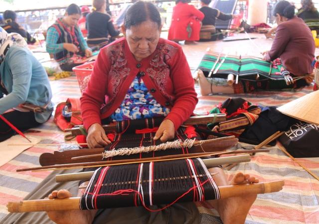 Đắk Nông: Xây dựng làng nghề vừa thoát nghèo, vừa giữ văn hóa truyền thống - 3