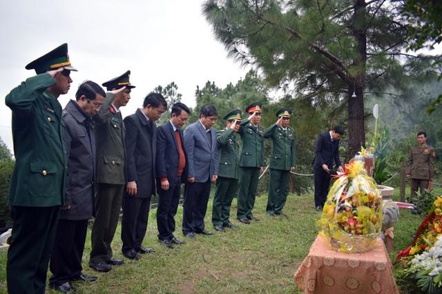 Dâng hương Đại tướng Võ Nguyên Giáp nhân ngày thành lập Quân đội nhân dân - 1