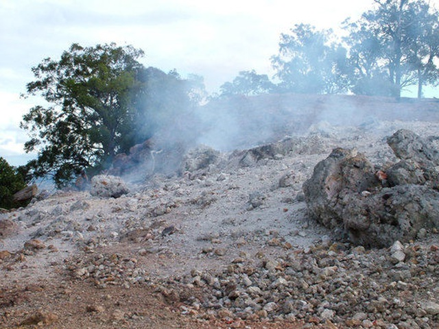 Kỳ lạ ngọn núi liên tục cháy suốt 6.000 năm chưa dứt - 3