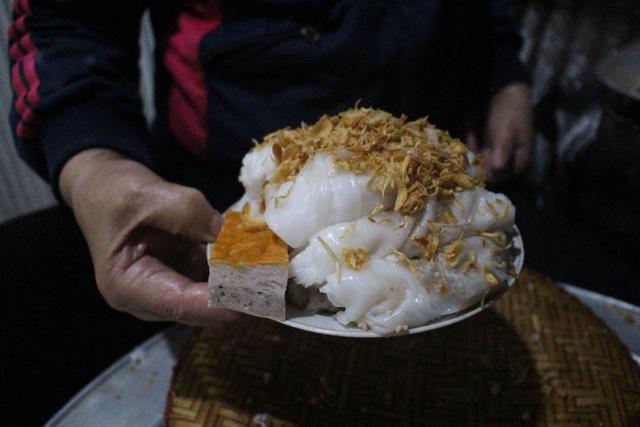 Hàng bánh cuốn kỳ lạ nhất Hà Nội: không biển hiệu, chỉ mở bán lúc nửa đêm - 3