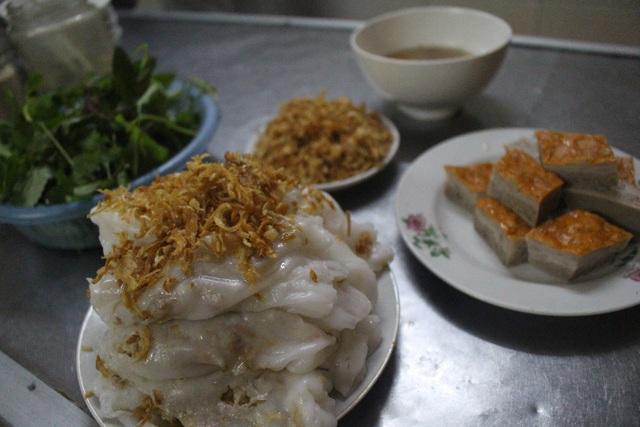 Hàng bánh cuốn kỳ lạ nhất Hà Nội: không biển hiệu, chỉ mở bán lúc nửa đêm - 5