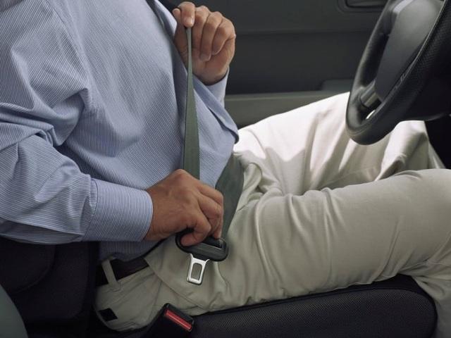 Ai là người cần cài dây an toàn khi đi ô tô? - 1