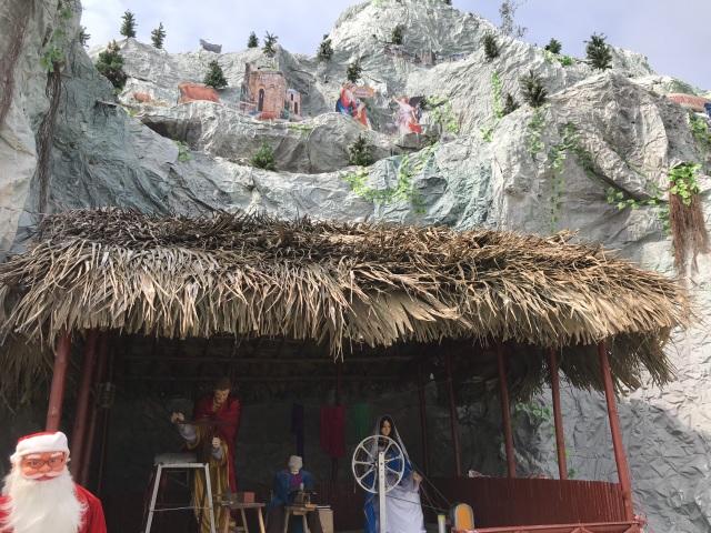 Ngắm hang đá Noel khủng ở Nghệ An được làm từ hàng nghìn cây tre - 8