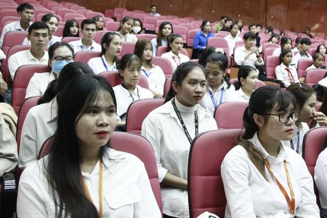 155 học sinh, sinh viên các dân tộc tại Đắk Lắk nhận học bổng Vừ A Dính - 2