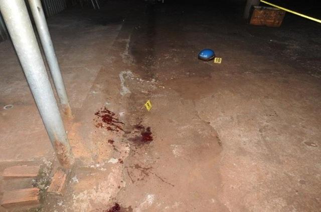 Điều tra vụ án mạng nam thanh niên bị dao đâm vào cổ tử vong - 1