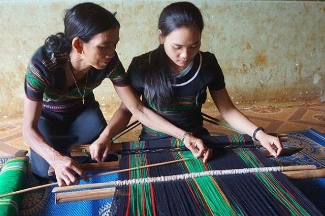 Đắk Nông: Xây dựng làng nghề vừa thoát nghèo, vừa giữ văn hóa truyền thống - 4