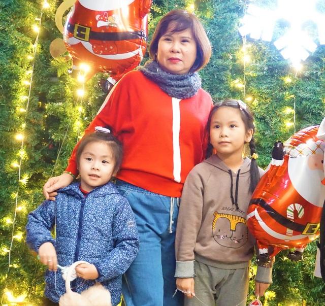 Bất chấp trời lạnh, người dân Đà Nẵng rộn ràng đi chơi Noel sớm - 10