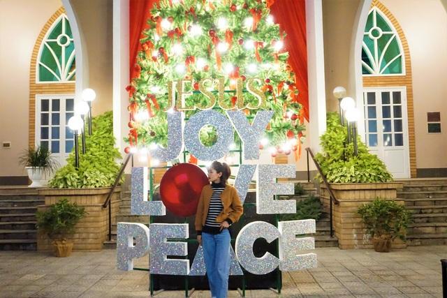 Bất chấp trời lạnh, người dân Đà Nẵng rộn ràng đi chơi Noel sớm - 15