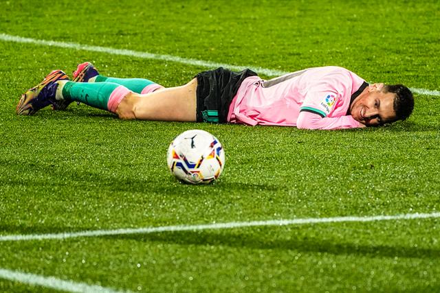 Messi tỏa sáng và lập kỷ lục tại Barcelona: Khi trái tim đặt đúng chỗ... - 2