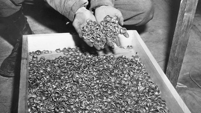Hé lộ đường hầm bí mật nơi Hitler chôn 21 tấn vàng tử thần - 1