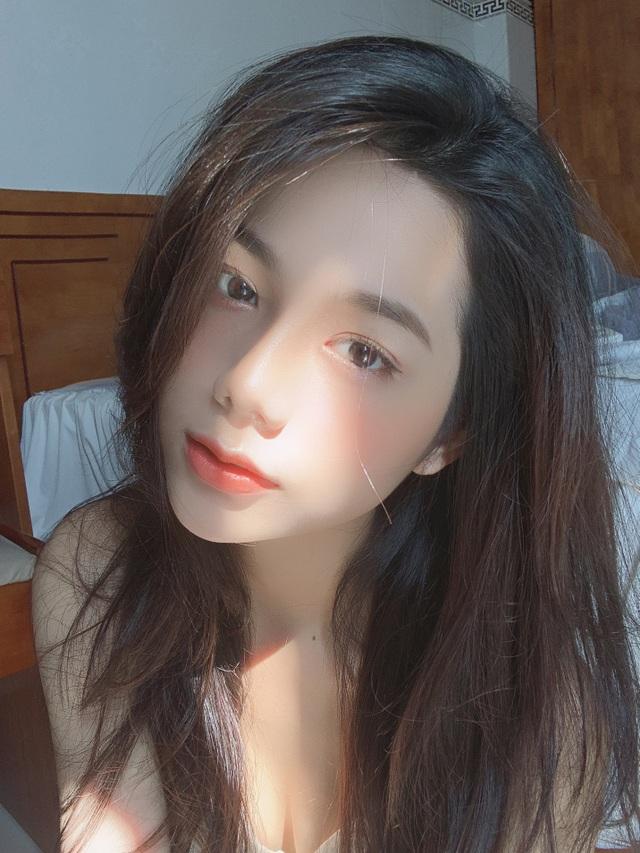 Hot girl giống diễn viên nổi tiếng Thái Lan khoe ảnh gợi cảm đón Giáng sinh - 7