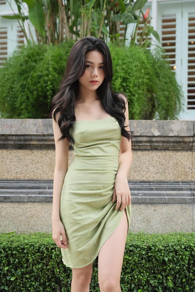 Hot girl giống diễn viên nổi tiếng Thái Lan khoe ảnh gợi cảm đón Giáng sinh - 8