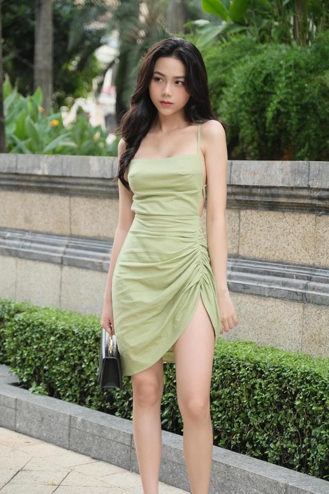 Hot girl giống diễn viên nổi tiếng Thái Lan khoe ảnh gợi cảm đón Giáng sinh - 9