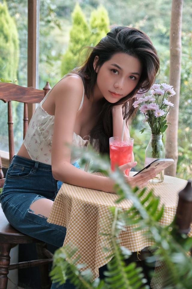 Hot girl giống diễn viên nổi tiếng Thái Lan khoe ảnh gợi cảm đón Giáng sinh - 11